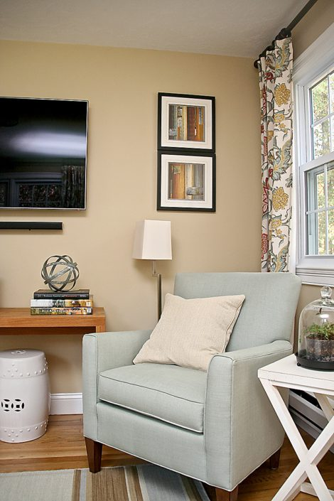 Easton Ma - Small Living Room